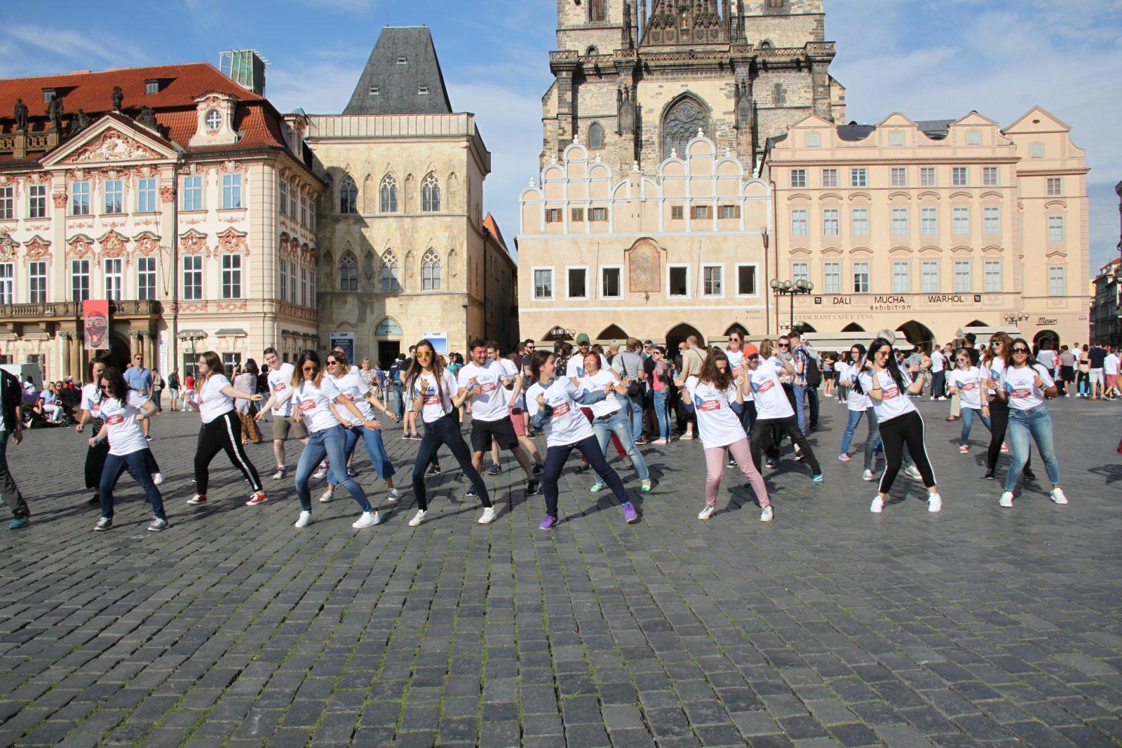 DIAmazing dance for diabetes in the centre of Prague (VIDEO)